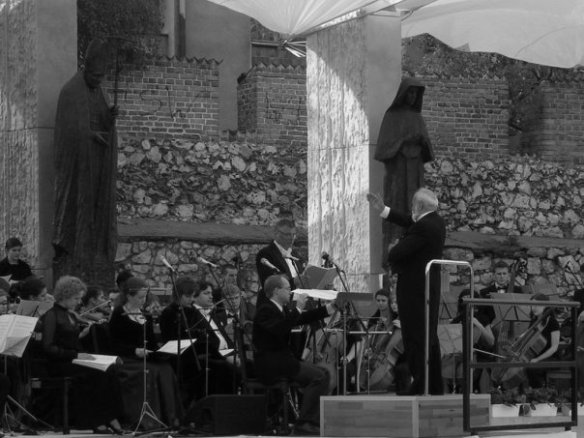"Penderecki conducting his ""Credo"" at Skalka Church in Krakow. Milosz's grave is in the crypt of the church. ⒸArtur Rosman, 2008"